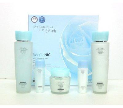 Набор из 3 средств c функцией интенсивного Осветления (тоник, эмульсия, крем) Excellent White Skincare 3 kit Set, 3W CLINIC